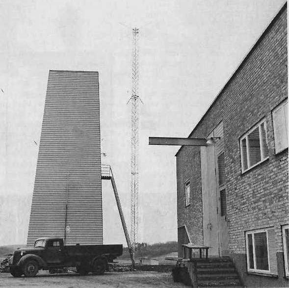 En av radiomasterna samt kyltornet             Bild: Tekniska museet
