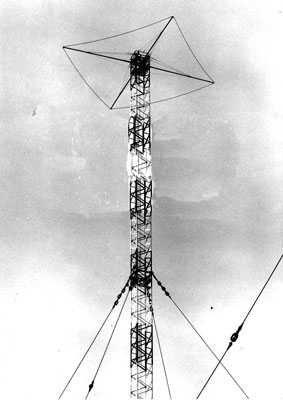 Antenn med toppspröt för injustering av våglängden 981 kHz / Sändarens täckningsområde